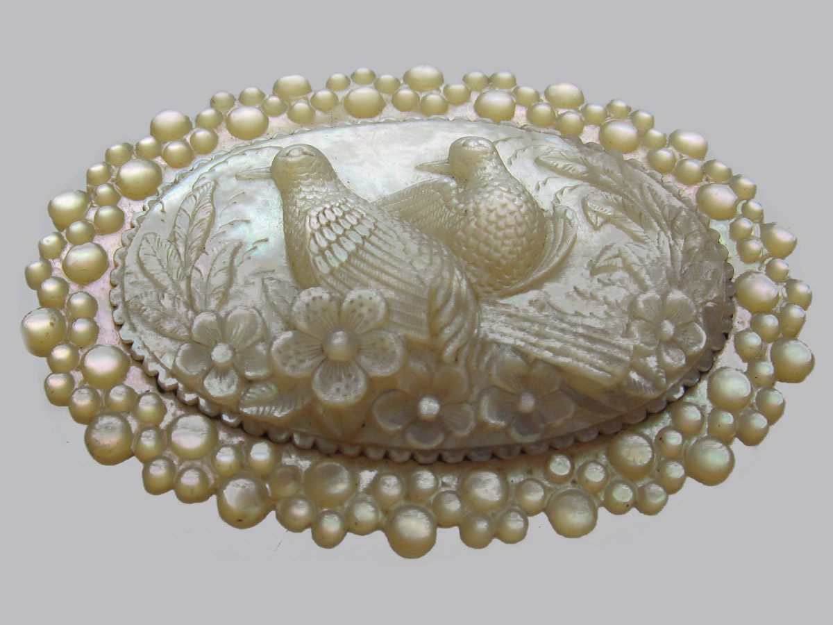 Carved Mother Of Pearl Turtle Doves Regency Brooch The